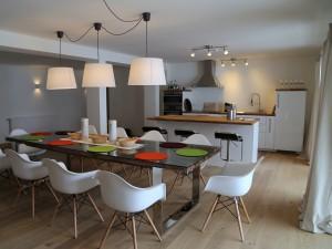 Ferienwohnung Bergwiese Esstisch mit Küche