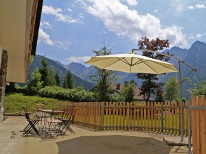 berghaus-anna-lisa-sommer-2015-terrasse-schirm-2