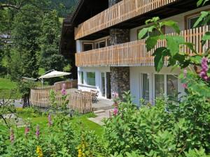 berghaus-anna-lisa-sommer-2015-terrasse-schirm-3