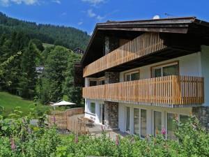 berghaus-anna-lisa-sommer-2015-terrasse-schirm